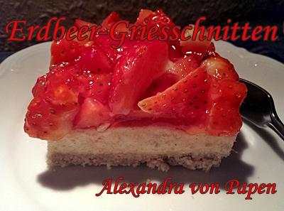 Sama Erdbeer -Griesschnitten