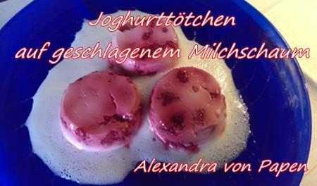 Joghurttörtchen mit aufgeschlagenem Milchschaum 2-3 Portionen